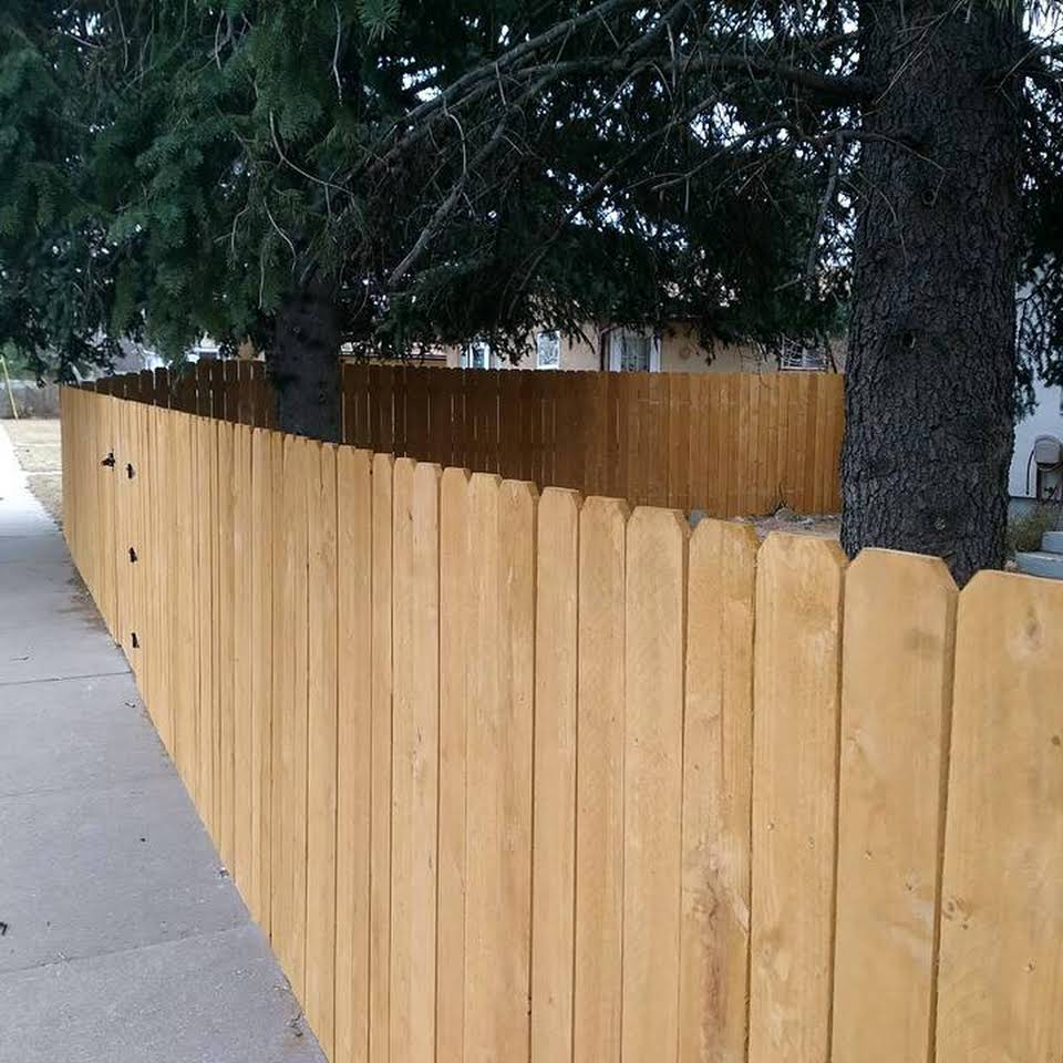 Tips For Hiring A Wood Fence Staining